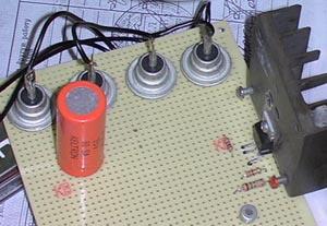 схемы зарядных устройств для свинцовых гелевых аккумуляторов.
